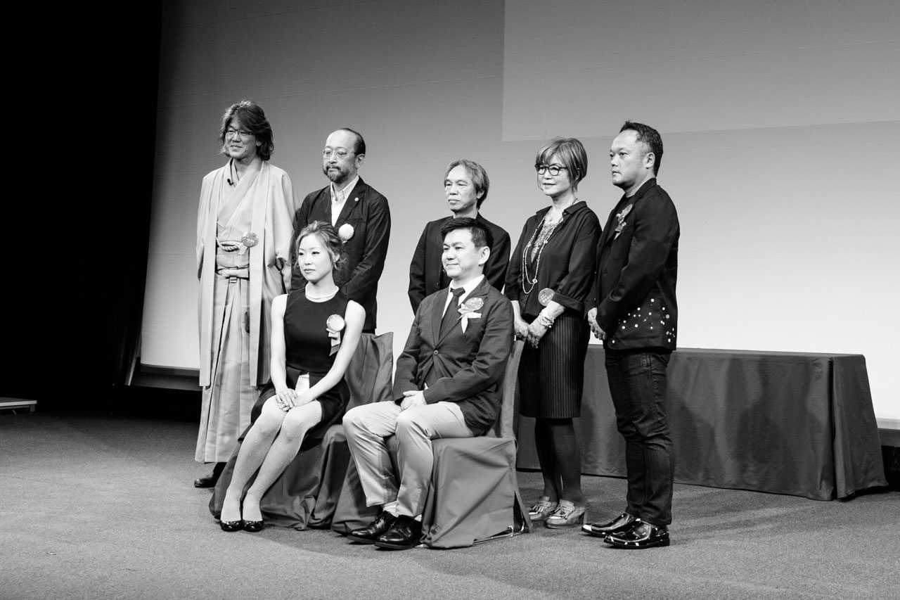 Nahoko Kojima group photo as winner of Kusasawa Award 2016 with Jury