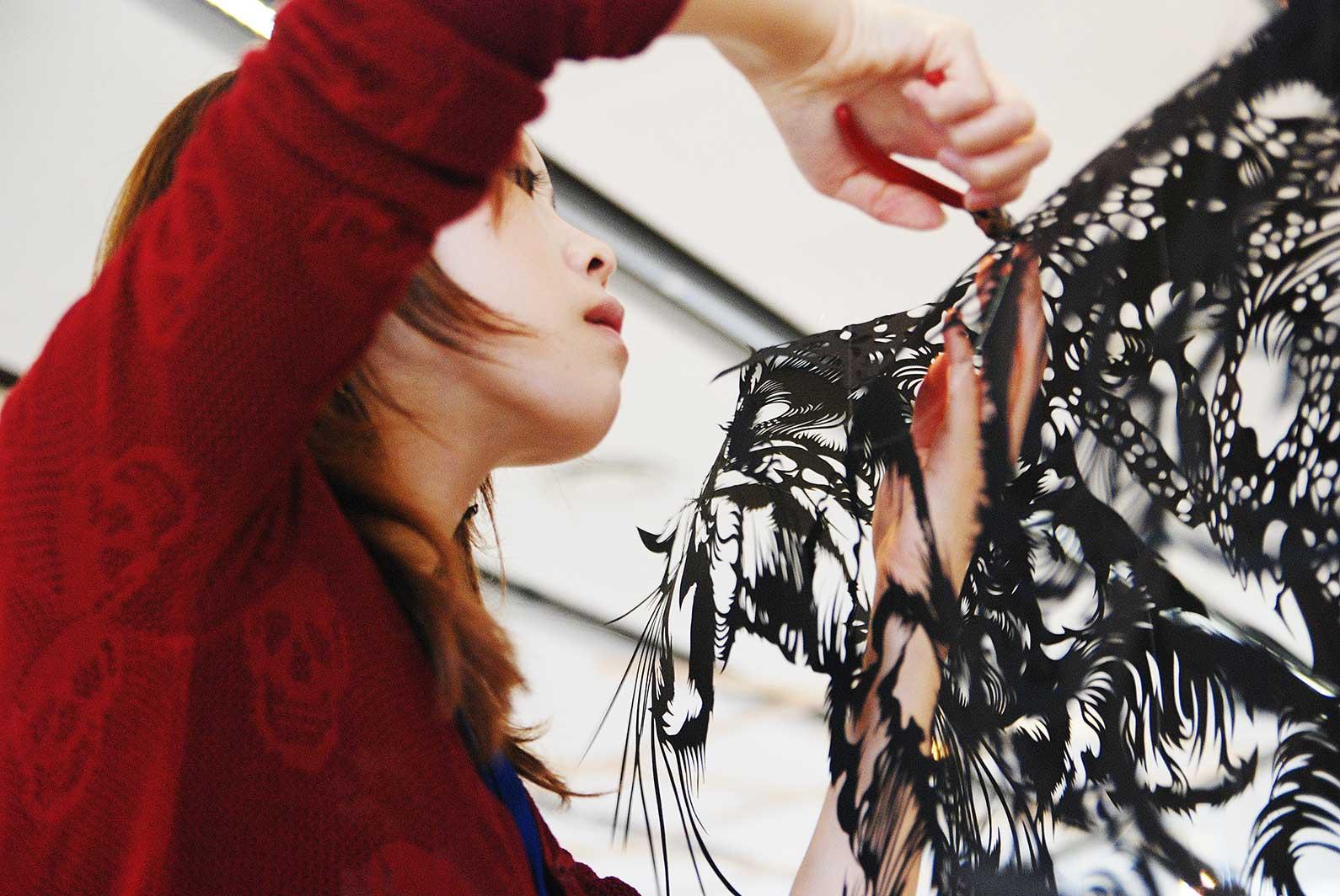 Paper Cut Art - Nahoko Kojima Cloud Leopard - Paris